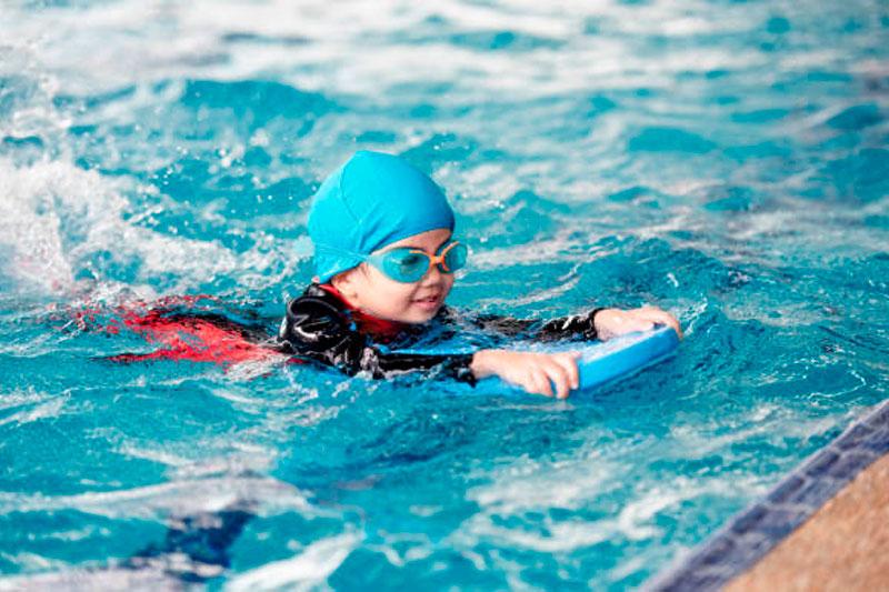 edad para que los peques aprendan a nadar